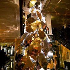 Christopher Bailey's @burberry Tree at @claridgeshotel is well worth the visit!  #LuxuryTravel #Luxury #Travel #Paradise #TheGoodLife #Travelgram #WhereToNext? #TravelTip #Wanderlust #LuxeLife #LuxuryVilla #LuxuryLifestyle #Exclusive #Luxe #Christmas #Burberry #Claridges #London #Mayfair by edgeretreats