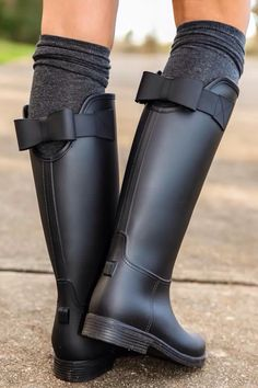 Pinterest @formecomfort  Instagram @formecomfort  Black rain boots with a bow