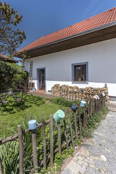 Fotogalerie: Rekonstrukce vrátila statku původní charakter zemědělského stavení 19. století. Cottage Homes, Rustic Design, Country Style, Homesteading, Countryside, Architecture Design, House Plans, Pergola, Home And Garden