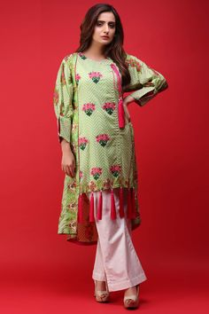 Warda Queen Of Hearts Summer Lawn 2018 Kurti Neck Designs, Kurta Designs Women, Kurti Designs Party Wear, Sleeve Designs, Shirt Designs, Latest Dress Design, Fancy Dress Design, Stylish Dress Designs, Pakistani Fashion Party Wear