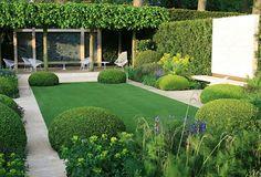 Ein kleinen Vorgarten: moderner Garten von Paul Marie Creation