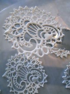 Royal Icing lace designs for decorating cakes - a lower-risk way to get henna designs onto a buttercream-iced cake (decorating cakes decoration) Icing Frosting, Cake Icing, Icing Recipe, Eat Cake, Cupcake Cakes, Sugar Icing, Cake Decorating Techniques, Cake Decorating Tutorials, Cookie Decorating