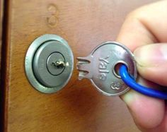 L'astuce pour sortir une clef cassée  coincée dans la serrure - Astuces de grand mère