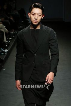 Cnblue Lee Jungshin as model on runway for Seoul Fashion Week 2015 (cr.as tagged)