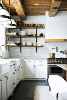 Rustic kitchen with metallic accessories