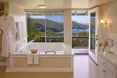 Oceanfront Spa tub for two, with bathroom door to private deck overlooking the Pacific Ocean. Room 17.