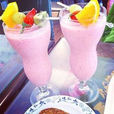 lisaantonsson uploaded by Hanna ♕ on We Heart It Fruit Drinks, Dessert Drinks, Fruit Smoothies, Yummy Drinks, Healthy Drinks, Smoothie Recipes, Beverages, Eating Healthy, Healthy Foods