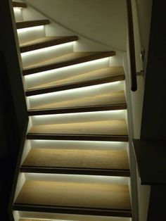 trap verlichting Wooden Staircases, Wooden Stairs, Stairways, Home Design Decor, House Design, Interior Architecture, Interior And Exterior, Staircase Remodel, Steps Design