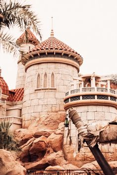 The ultimate guide to Magic Kingdom at Walt Disney World 🐭✨ Sharing all my tips for your trip to Magic Kingdom: the Magic Kingdom Rides you can't miss, spots for Magic Kingdom Pictures, my favorite Magic Kingdom food and everything you need to know to create the perfect Disney World Itinerary for your trip. #disneyworld #magickingdom