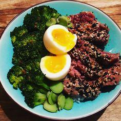 Feel good bowl met gegrilde tonijn | by Larisse | Larisse's Kitchen Ethnic Recipes, Kitchen, Food, Cucina, Cooking, Essen, Kitchens, Yemek, Stove