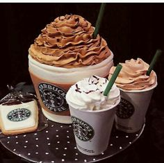 Starbucks cake- I got to remember this. I probably won't use coffee cups, but I'll think of something cool. Starbucks cake- I got to remember this. I probably won't use coffee cups, but I'll think of something cool. Starbucks c Crazy Cakes, Fancy Cakes, Cute Cakes, Menu Secreto Starbucks, Starbucks Secret Menu Items, Starbucks Birthday, Macaron, Creative Cakes, Cakes And More