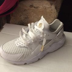 Nike air huarache custom *gold* Customized all white huarache to gold... Used for a lil ... 4 days .. Cleaned...got glue on one tip Nike Shoes