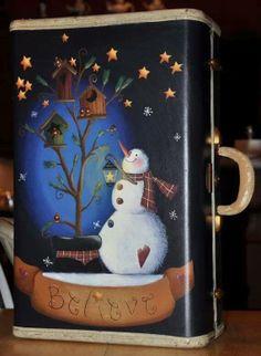 Believe Snowman Suitcase por ToleHouseTreasures en Etsy Snowman Crafts, Christmas Projects, Holiday Crafts, Painted Suitcase, Christmas Snowman, Christmas Ornaments, Old Suitcases, Christmas Paintings, Tole Painting