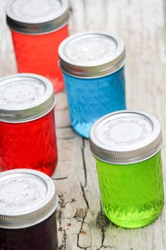 Ready for Mom's Time Out? These Jolly Rancher Vodka filled mason jars are SO much fun! Cocktails, Party Drinks, Cocktail Drinks, Fun Drinks, Alcoholic Drinks, Cocktail Recipes, Mister Freeze, Jolly Rancher Vodka, Vodka Recipes