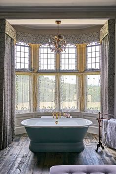 Bathe by the bay window at the Pig Hotel in Devon. Hotel Bathroom Design, Bathroom Spa, Bathroom Interior, Bathroom Designs, Bathroom Ideas, Royal Bathroom, Hotel Bathrooms, Serene Bathroom, Devon Hotels
