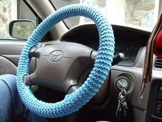 Simple Steering Wheel Cover FREE pattern :)   >   This is a knit pattern. I won't delete it in the hope that some sweet pinning sister (or brother) will knit me one in bright red...  ;-)