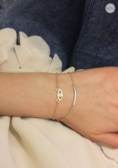 Minimalist bracelets made entirely of sterling silver gold plated with Eye and Twiggy.