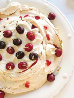 Cherry and Cinnamon Pavlova / Pavlova de Canela e Cerejas