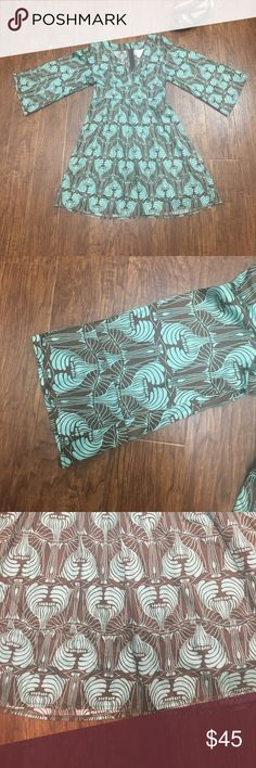 Anthropologie Tulle bell sleeve boho dress One if my favorites! Mint green and brown printed Tulle/Anthropologie dress. Hidden back zipper and tie belt, flowy bell sleeves and v neck front. Pair with cute wedges in the summer or add some thick tights and riding boots for the winter. Anthropologie Dresses