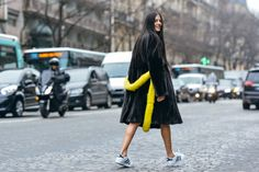 Gilda Ambrosio shot by Tommy Ton during the Spring/Summer 2015 Couture shows in Paris Tommy Ton, Cool Street Fashion, Street Chic, Paris Street, Street Snap, Fashion Week, Fashion Photo, Tailored Coat, Moda Paris