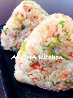 salmon onigiri - Japanese salmon rice ball 鮭のおにぎり