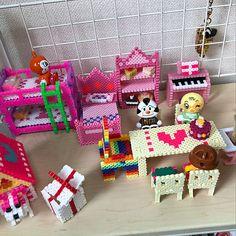 ドールハウス,ドールハウスDIY,シルバニアファミリー,ドールハウス手作り,シルバニアハウスDIY,アイロンビーズ♡,アイロンビーズ立体,アイロンビーズ nanakintamaの部屋 3d Perler Bead, Hama Beads Design, Diy Perler Beads, Hamma Beads Ideas, Paper Folding Crafts, Pearl Beads Pattern, Christmas Gifts For Sister, Paper Doll House, Pearler Bead Patterns