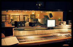 I wanna record a song at a recording studio like this someday. And I know I will! :)  Join the Kirk Gang Network http://kidDyno.com