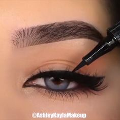 eyeliner tricks for beginners & eyeliner tricks . eyeliner tricks for beginners . eyeliner tricks for small eyes . eyeliner tricks for beginners simple Makeup Eye Looks, Eyeliner Looks, No Eyeliner Makeup, Skin Makeup, Makeup Art, Easy Eyeliner, Eyeliner Liquid, Beauty Makeup, Beauty Tips