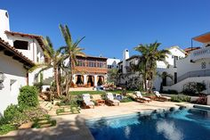 Colonial Spanish backyard pool by Evens Architects Spanish Backyard, Spanish Courtyard, Courtyard House, Mediterranean Design, Backyard Paradise, My Dream Home, Dream Homes, Spanish Revival, Pool Designs