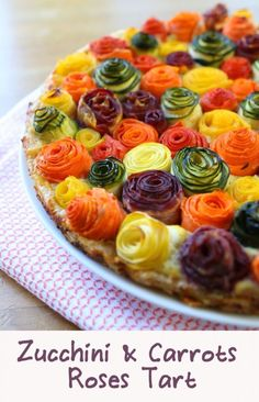 zucchini carrots roses tart recipe A stunning savory tart that will surprise your family: zucchini and carrots roses on a bed of ricotta, parmesan and mozzarella cheese.zucchini carrots roses tart recipe, this is too cute to leave off of the to do li Vegetable Dishes, Vegetable Recipes, Vegetarian Recipes, Healthy Recipes, Vegetarian Options, Healthy Food, Veggie Food, Vegetarian Tart, Veggie Cheese