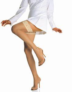 Als de lente/zomerperiode is begonnen, kunnen we eindelijk onze jurkjes en rokjes weer gaan dragen, maar met een paar winterse witte benen eronder staat zo'n zomerjurkje toch ineens een stuk minder leuk....    Op zo'n moment heb je maar één ding nodig: de Teint Magique plakkousen van Le Bourget!  Een stay up van de beste kwaliteit, die dankzij haar 'bronzing effect' jouw benen een prachtige zongebruinde kleur geven.