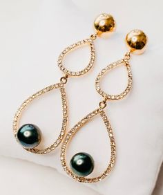 #Whattowear #earrings #accessories #fashion #diamonds #pearls #culturedpearls #pacificpearls #tahitianpearls