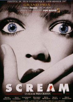 1996 ‧ Épouvante ‧ 1h 51m de Wes Craven avec Neve Campbell, Courteney Cox - Casey Becker, une belle adolescente, est seule dans la maison familiale. Elle s'apprête à regarder un film d'horreur, mais le téléphone sonne. Au bout du fil, un serial killer la malmène, et la force à jouer à un jeu terrible : si elle répond mal à ses questions portant sur les films d'horreur, celui-ci tuera son copain...
