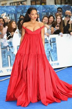 """#Rihanna wore a #GiambattistaValli Haute Couture 13 gown to the European Premiere of """"Valerian and the City of a Thousand Planets"""" in London last night."""