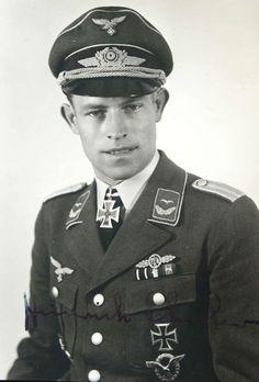 Lt. Heinrich Ehrler. Flugzeugfhr. en el 6./J.G.5. R.K. 4.9.1942. E.L. 2/8/43. + 6.4.45 sobre Berlín.