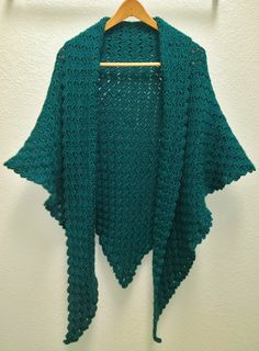 Corner to Corner Triangle Shawl - free crochet video tutorial and pattern link by Candice at non*sense..