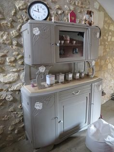 Discover recipes, home ideas, style inspiration and other ideas to try. Shabby Chic Furniture, Deco, Grey Bedroom Furniture, Decor, Furniture Makeover, Diy Furniture, Painted Furniture, Redo Furniture, Home Decor