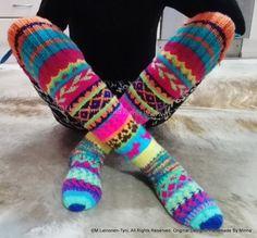 Villit ylipolven kirjoneulesukat  Handmade By Minna ♥  https://www.facebook.com/Handmade-By-Minna-918765948170281/?ref=hl  knitted colorful socks