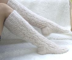 Beautiful knitted white knitted socks for women, long knee-high socks for long legs.Warm long socks Cable Knit Socks, Wool Socks, Knitting Socks, Baby Knitting, Knitted Booties, Knitted Slippers, Long Socks For Girls, Baby Boy Booties, Knee High Socks