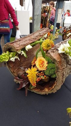Moderne Blumenarrangements, You are in the right place about small Flowers Arran Blue Flower Arrangements, Modern Floral Arrangements, Flower Arrangement Designs, Ikebana Flower Arrangement, Flower Designs, Table Arrangements, Arte Floral, Deco Floral, Deco Nature