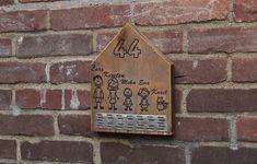 Naamhuisje van gebruikt steigerhout met metalen profiel. Geheel naar eigen wens samen te stellen. Bottle Opener, Barware, Seeds, Key Bottle Opener, Drinkware