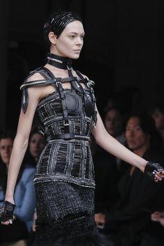 Alexander McQueen Fall 2011 Ready-to-Wear Fashion Show Details Punk Fashion, Runway Fashion, Fashion Show, Womens Fashion, Dystopian Fashion, Steampunk, Teddy Boys, Fashion Details, Fashion Design