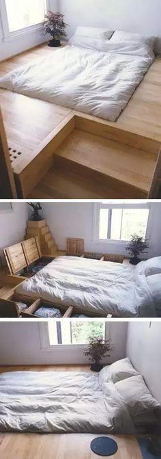 房子小不可怕,可怕的是小房子不懂得避短,反而堆一大堆傢具在家裡,看看達人的卧室是怎麼改造的,照這樣做感覺自己家多了10㎡!  ▼床下面做儲物櫃其實滿常見,但儲物櫃開合不太方便,而且功能單一,不如改成這種集儲物和展示為一體的櫃子,取用更方便。 ▼放衣服不稀奇,這樣的衣櫃才是終極理想啊!  ▼書桌和收納也很配啊~  ▼女孩會喜歡這樣的房間吧,稍微有些封閉,但是安全感十足。 ▼側面的抽屜床打開就成了起居室(下圖),合上就是小客廳。喜歡!  ▼木板、床鋪,打開都是柜子! 以上多半是床櫃結合的設計,往上延伸節省空間。
