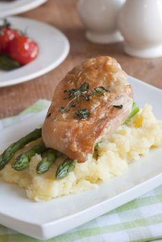 Špargľou plnené kuracie prsia so syrovo-pažítkovou omáčkou Risotto, Meat, Chicken, Ethnic Recipes, Food, Essen, Meals, Yemek, Eten