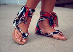Looking for a fun flip flop refashion? Glitter n Glue has you covered with these fun gladiator wrap sandals made from a pair of flip flops! Ankle Wrap Sandals, Strappy Sandals, Flip Flop Sandals, Gladiator Sandals, Denim Sandals, Cloth Sandals, Flip Flops Diy, Flipflops, Diy Mode
