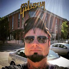 Walking in Memphis… #gibsonguitar @gibsonguitar #fivefingerdeathpunch #ffdp #5fdp (at Gibson Guitar)