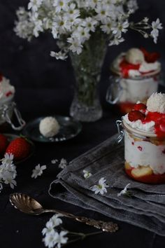 Erdbeer-Raffaello Tiramisu