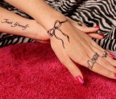 Amo encontrar tatuagens fofinhas, simples e com traços finos, dessas que dá vontade de ter em locais especiais para poucos ver, mas ter várias porque uma é mais apaixonante que a outra. Então se você está procurando ideias e inspirações para fazer uma tatuagem este ano, talvez depois do verão para não ter problema, começaLeia mais