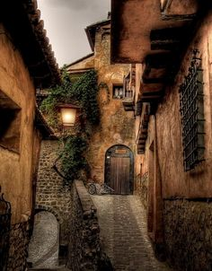 Medieval village of Albarracin, Teruel - Spain Beautiful Streets, Beautiful Buildings, Beautiful Places, Places To Travel, Places To See, Yvoire, Beau Site, Beaux Villages, Spain And Portugal