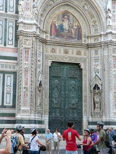 Санта-Мария-дель-Фьоре, Флоренция. Фрагмент фасада.